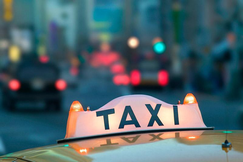 Motoristas de app em BH diminuem, e procura por táxis aumentam.